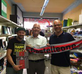 Consegnata una copia dell'almanacco al sindaco di Castelleone