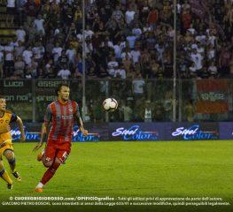 Mogos apre le danze, Paulinho le chiude