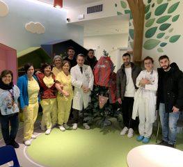 Cremo in visita in Pediatria, doni ai ragazzi ricoverati