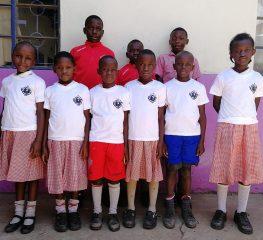 Caracciolo, doni grigiorossi a bambini del Kenya